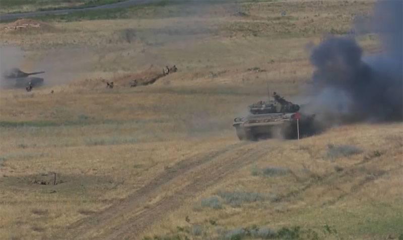 """""""Tankların önünde piyade"""": İnternette Ermeni birliklerinin tuhaf taktikleri tartışılıyor"""