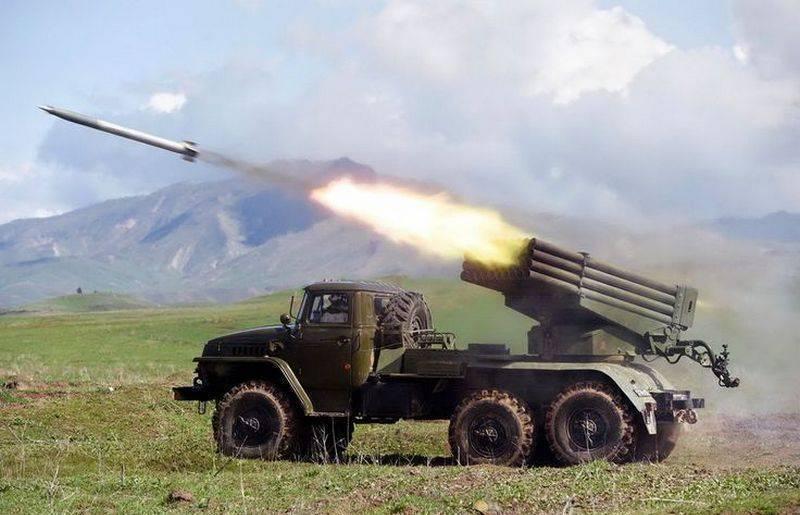 """현대화 된 MLRS BM-21 """"Grad-M""""은 내년에 군대로 이동합니다."""