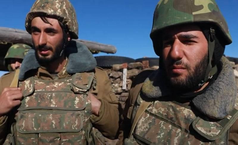 亚美尼亚方面展示了Artakh边防人员的阵地和阿塞拜疆的装甲车的销毁