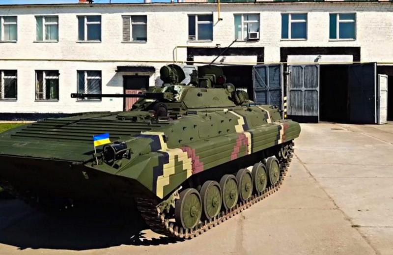 """""""Ukrayna Savunucusu Gününe"""": Zhytomyr Zırhlı Fabrikası, başka bir BMP-2 partisi geri yükledi"""