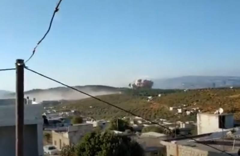 Rusya Havacılık ve Uzay Kuvvetleri'nin İdlib'deki militanların eğitim kampına yaptığı hava saldırısının videosu Web'de yayınlandı.