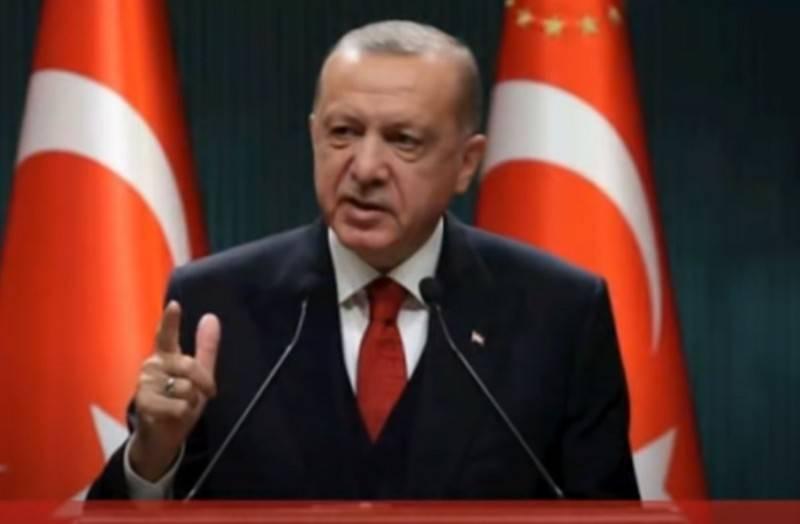 Эрдоган обвинил Россию, США и Францию в поставках оружия Армении