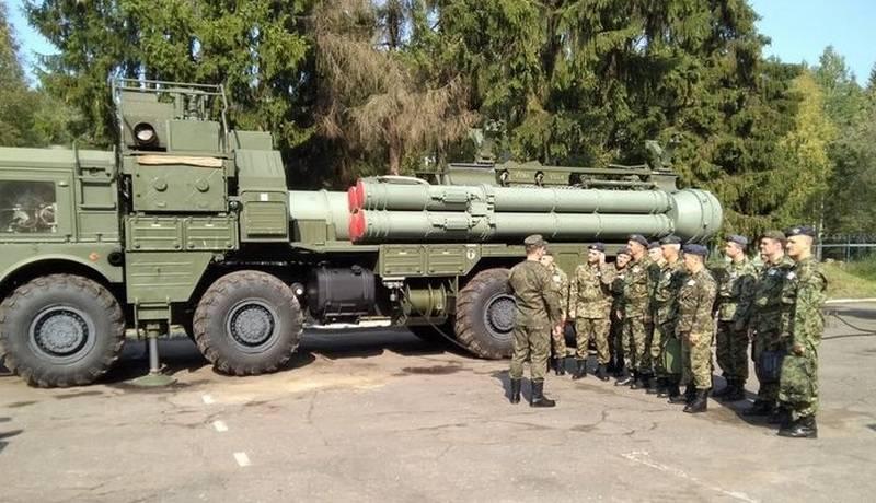 Une vidéo du lancement des missiles 9M96 avec le châssis MZKT-7930 du système de défense aérienne S-400 est apparue sur le Web