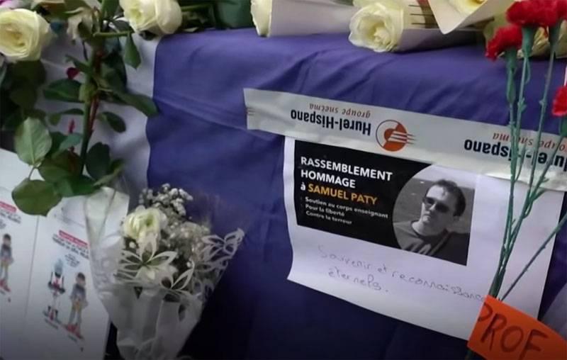 Conseguenze dell'attacco all'insegnante Samuel Pati: il ministero dell'Interno francese chiede l'espulsione di oltre 230 sospetti di estremismo