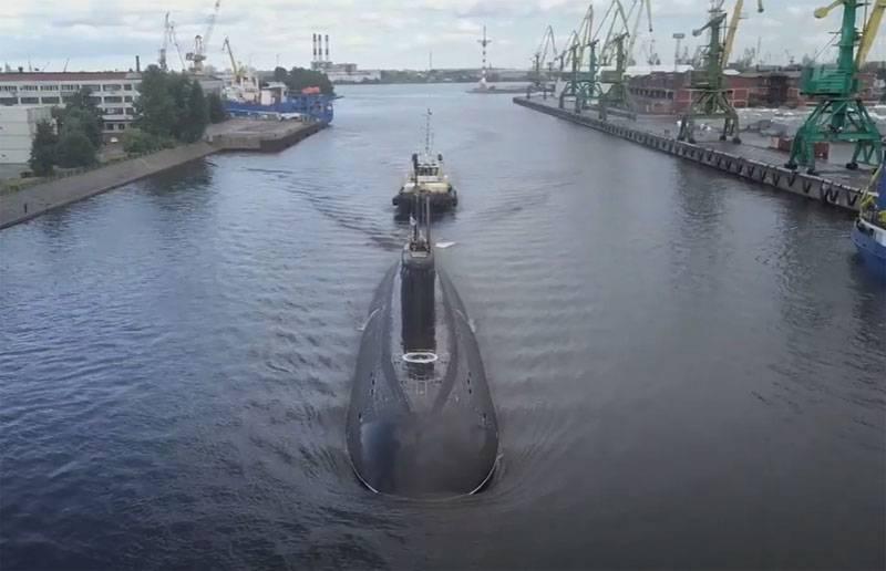 일본해에서 러시아 디젤 전기 잠수함의 전투 훈련 결투의 성격에 대해보고됩니다