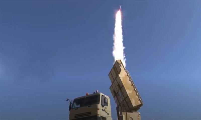 """""""Vergleichen Sie mit der russischen S-400"""": Der Iran testete das Flugabwehrsystem Bavar-373"""