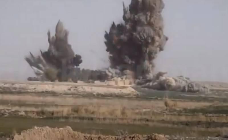 アメリカの航空機がアフガニスタンのタリバンを攻撃した