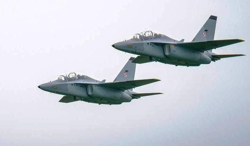 Die polnische Luftwaffe wurde mit zwei M-346 Master Kampftrainingsflugzeugen (UBS) aufgefüllt.