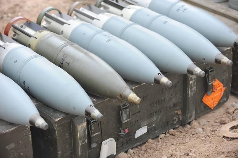 米国は、ソビエト生産の弾薬と武器の購入の入札を発表しました