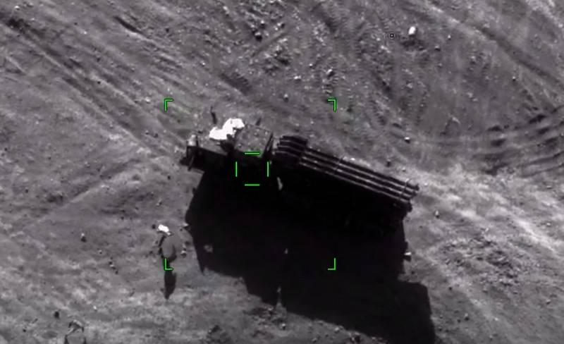 """阿塞拜疆详细显示了卡拉巴赫亚美尼亚MLRS"""" Smerch""""的破坏"""