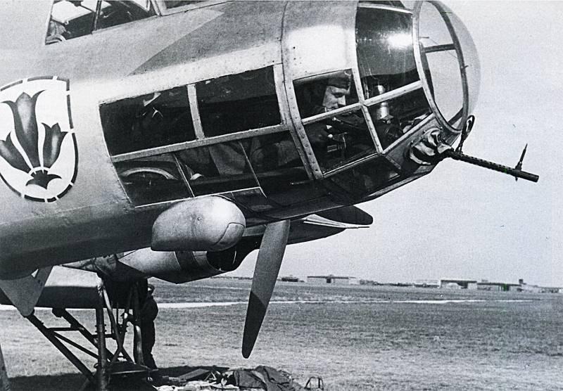Боевые самолеты: коробка с неправильными карандашами