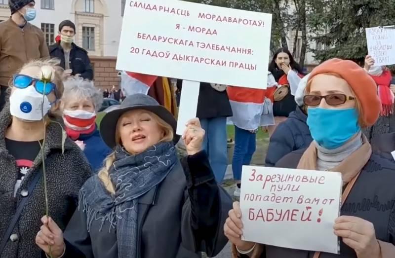 Как Лукашенко может усмирить протестующих, изменив конституцию страны