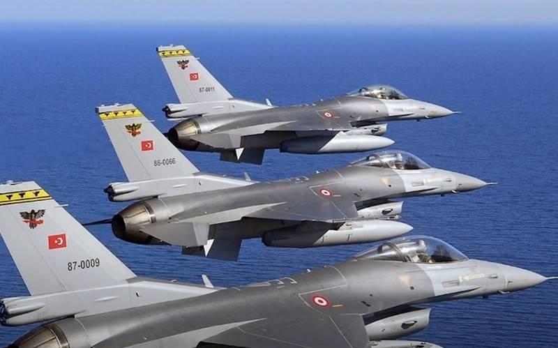 L'aeronautica militare turca utilizza i piloti pakistani per pilotare F-16