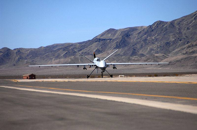 [Imagen: 1604386841_mq-9_reaper_taxies_at_creech_afb_2007.jpg]