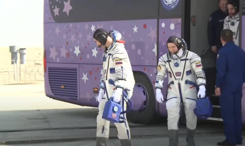 जब रूसी कॉस्मोनॉट्स चंद्रमा पर उतरते हैं: रूसी संघ के चंद्र कार्यक्रम की योजना और वास्तविकता