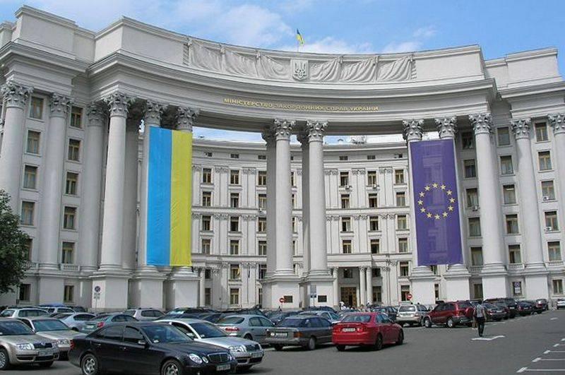 Kiev expressou um forte protesto sobre o reconhecimento de documentos e marcas de registro do LPNR pela Rússia