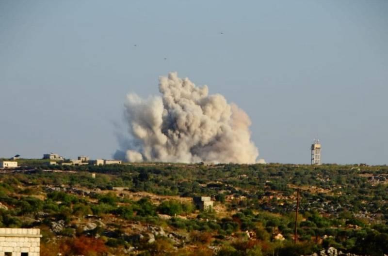 В Сети появилось видео удара российских ВКС по базе боевиков в Идлибе