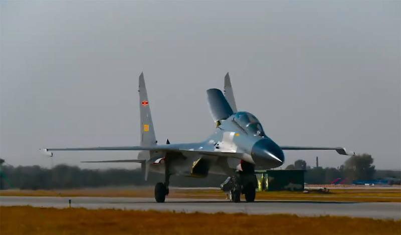 China zeigte eine unbekannte Luftrakete auf einem J-11-Jäger