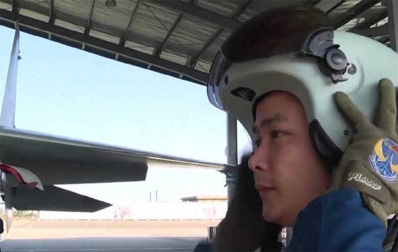 中国空軍パイロット向けの新しいプロジェクションマルチメディアヘルメットがオンラインで議論されています