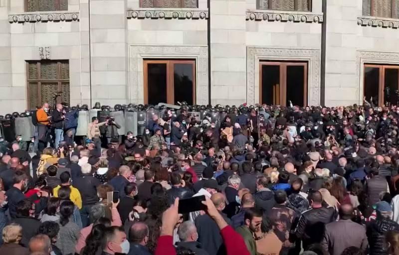 Les manifestants à Erevan ont lancé un ultimatum à Nikol Pashinyan