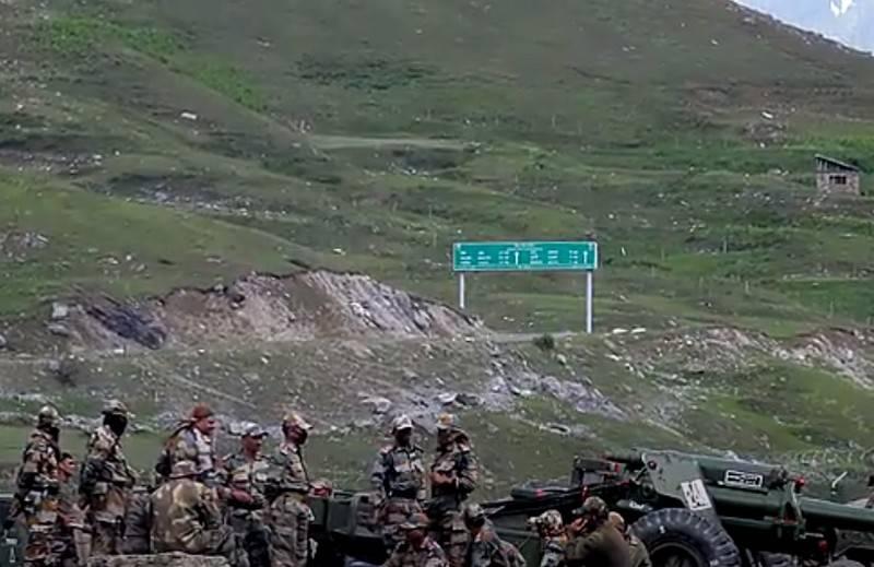 Индия и Китай договорились об отводе тяжелого вооружения из восточного Ладакха
