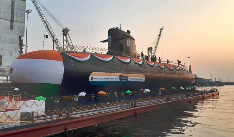 El quinto submarino clase Scorpen para la marina del país lanzado en India
