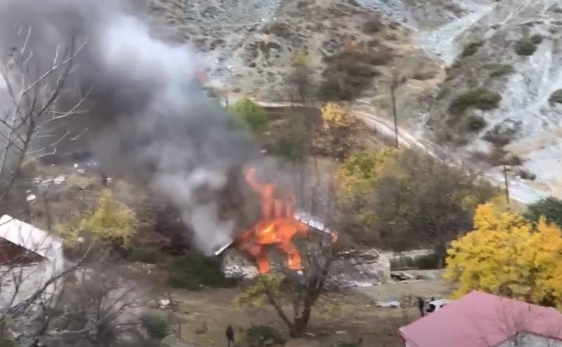 "Armenians are leaving the ""occupied"" areas en masse, burning houses"