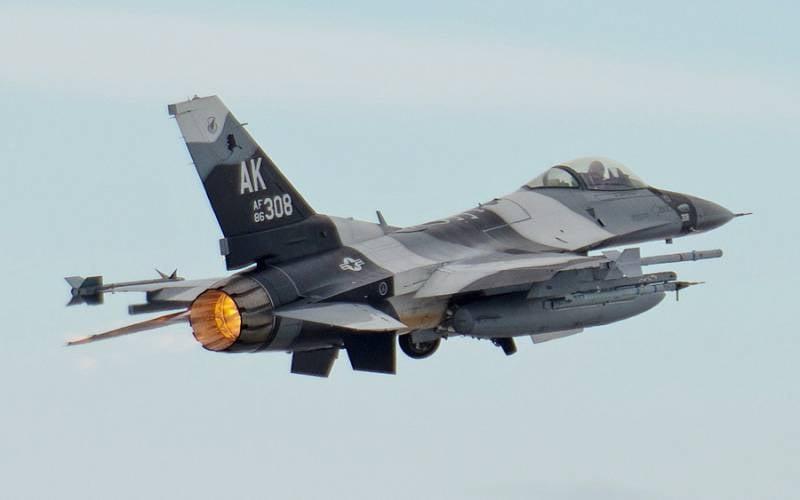 Los cazas estadounidenses de cuarta generación estarán equipados con un sistema de autodefensa láser.