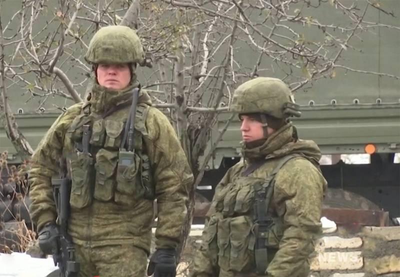 Neueste AK-12-Sturmgewehre, die von russischen Friedenstruppen in Karabach entdeckt wurden