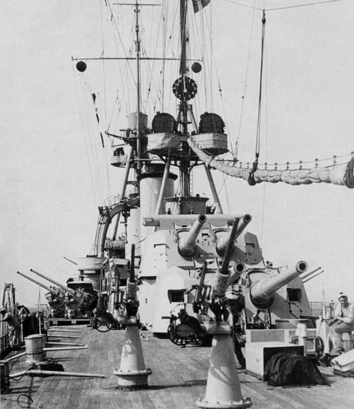 Navires de combat. Ces trois mousquetaires étranges et le chevalier Xu