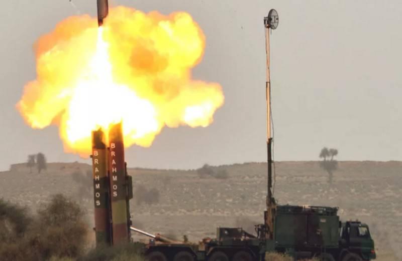 Индия провела испытания наземной версии ракеты BrahMos повышенной дальности