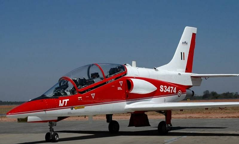 "Indian trainer aircraft HJT-36 Sitara taught to do ""barrel"""