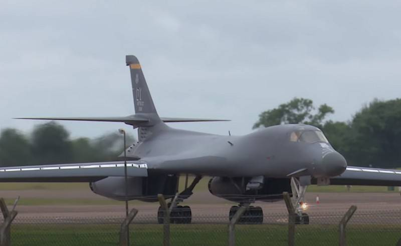 American bomber B-1B Lancer tested with a hypersonic missile suspension system