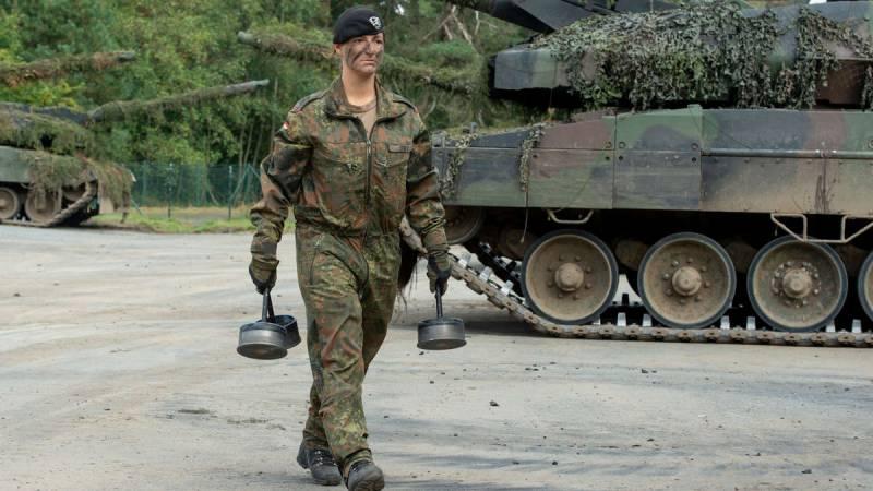 «Впечатляющее место для работы»: заряжающая немецкого «Леопарда» рассказала о службе на танке