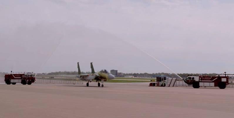 F-15QA。 家庭的另一位代表和未来的基础