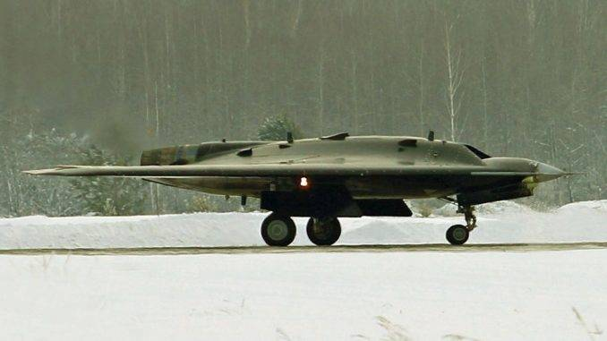 The unannounced capabilities of the S-70 Okhotnik-B attack UAV will allow to seize the initiative from the F / A-XX project
