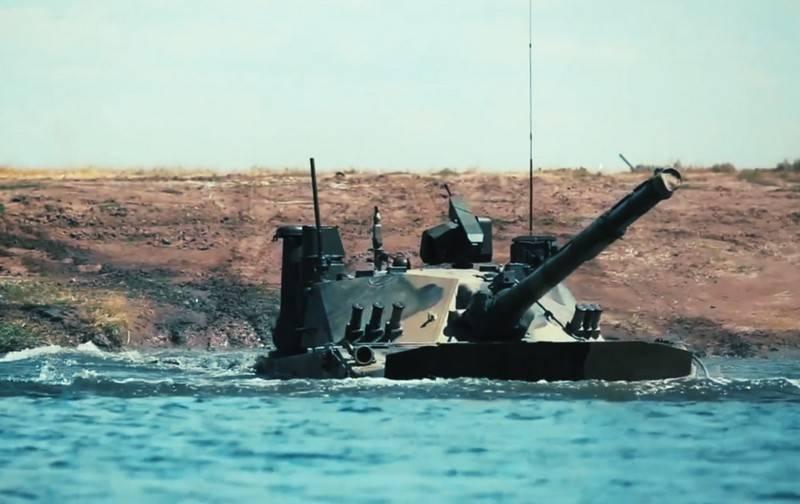 """Le char léger amphibie """"Sprut-SDM1"""" testé en mer Noire"""