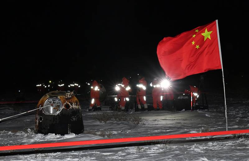 "Chinese apparatus ""Chang'e-5"" delivered lunar soil to Earth"