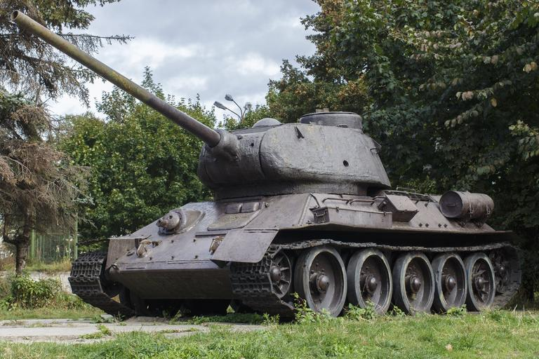 On the evolution of observation and fire control devices T-34-76