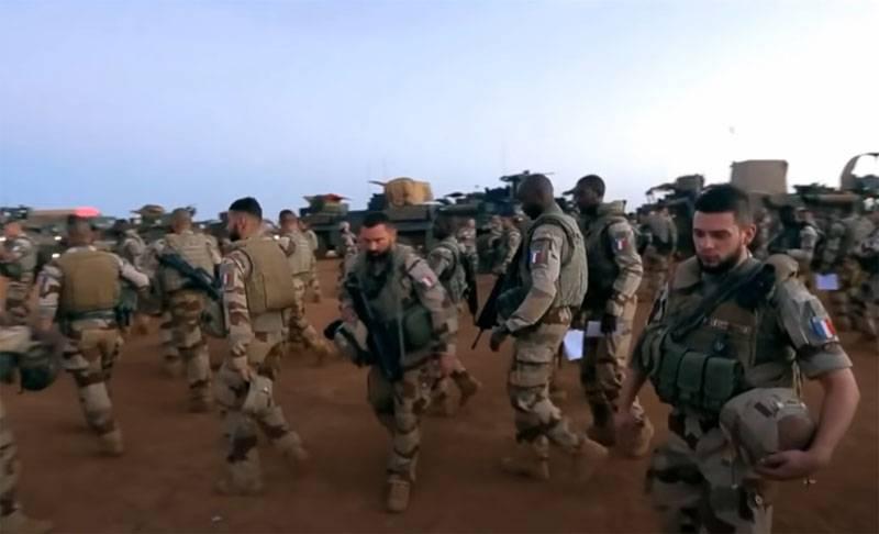프랑스는 손실과 관련된 비판에 대한 반응으로 말리에서 파견대 일부를 철회하기로 결정했습니다.