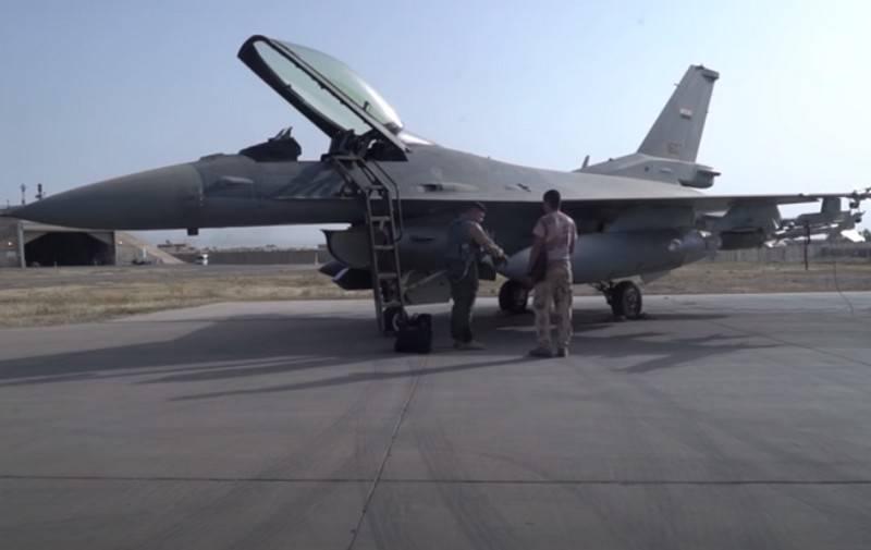 미국에서 이라크 버전의 F-16IQ 전투기는 최소 전투 준비 완료