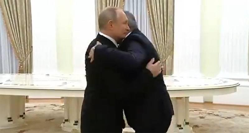 Psicólogos comentam fotos do encontro de Putin, Aliyev e Pashinyan no Kremlin