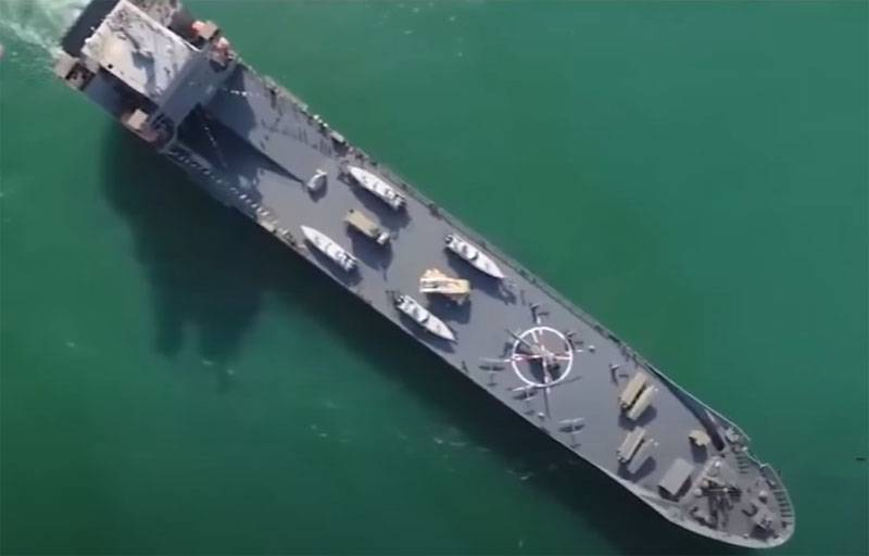 Iranian Navy began exercises with rocket firing in the waters near the Strait of Hormuz
