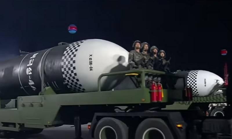 """""""दुनिया का सबसे शक्तिशाली हथियार"""": डीपीआरके में परेड में एक नई बैलिस्टिक मिसाइल दिखाई गई"""