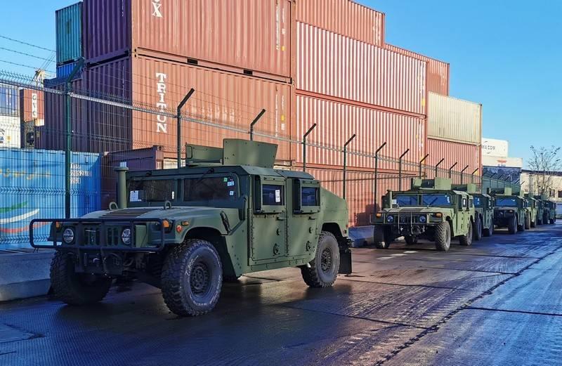 «Humvee и лодки»: США поставили Украине очередную партию военной помощи