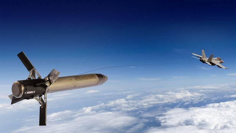 """""""Tromper les missiles russes"""": les États-Unis équipent les avions de reconnaissance de leurres"""