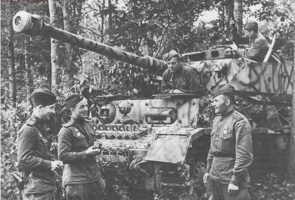 """El uso de """"Panteras"""" y """"Tigres"""" capturados en la etapa final de la Gran Guerra Patria"""