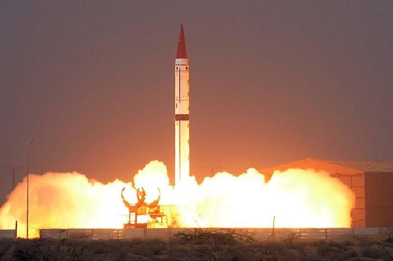 パキスタンは弾道ミサイルをテストし、アラビア海で標的を攻撃します