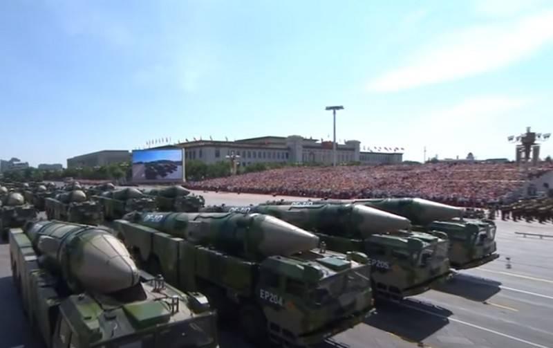 Japon uzman: Çin füzelerinin bir uçak gemisini 1 km'den daha uzak bir mesafeden isabetli bir şekilde vurabileceğine dair şüpheler var.