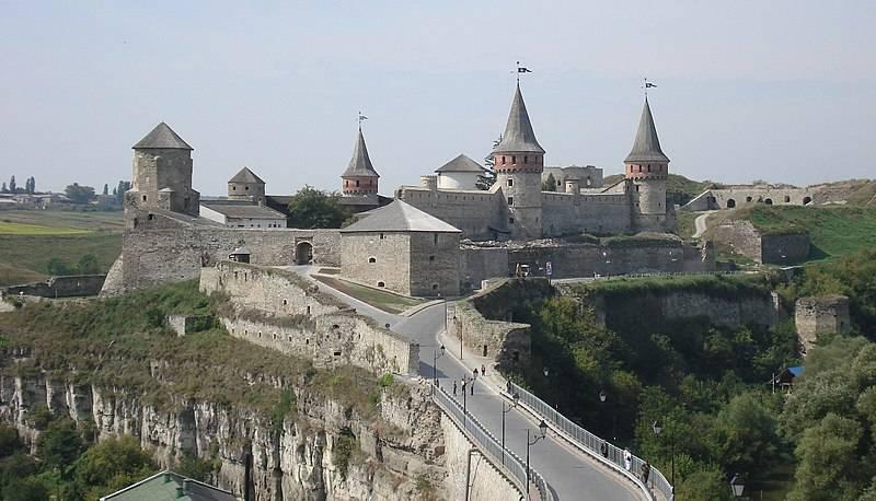 トルコは北に向きを変え、ポーランド人を粉砕します